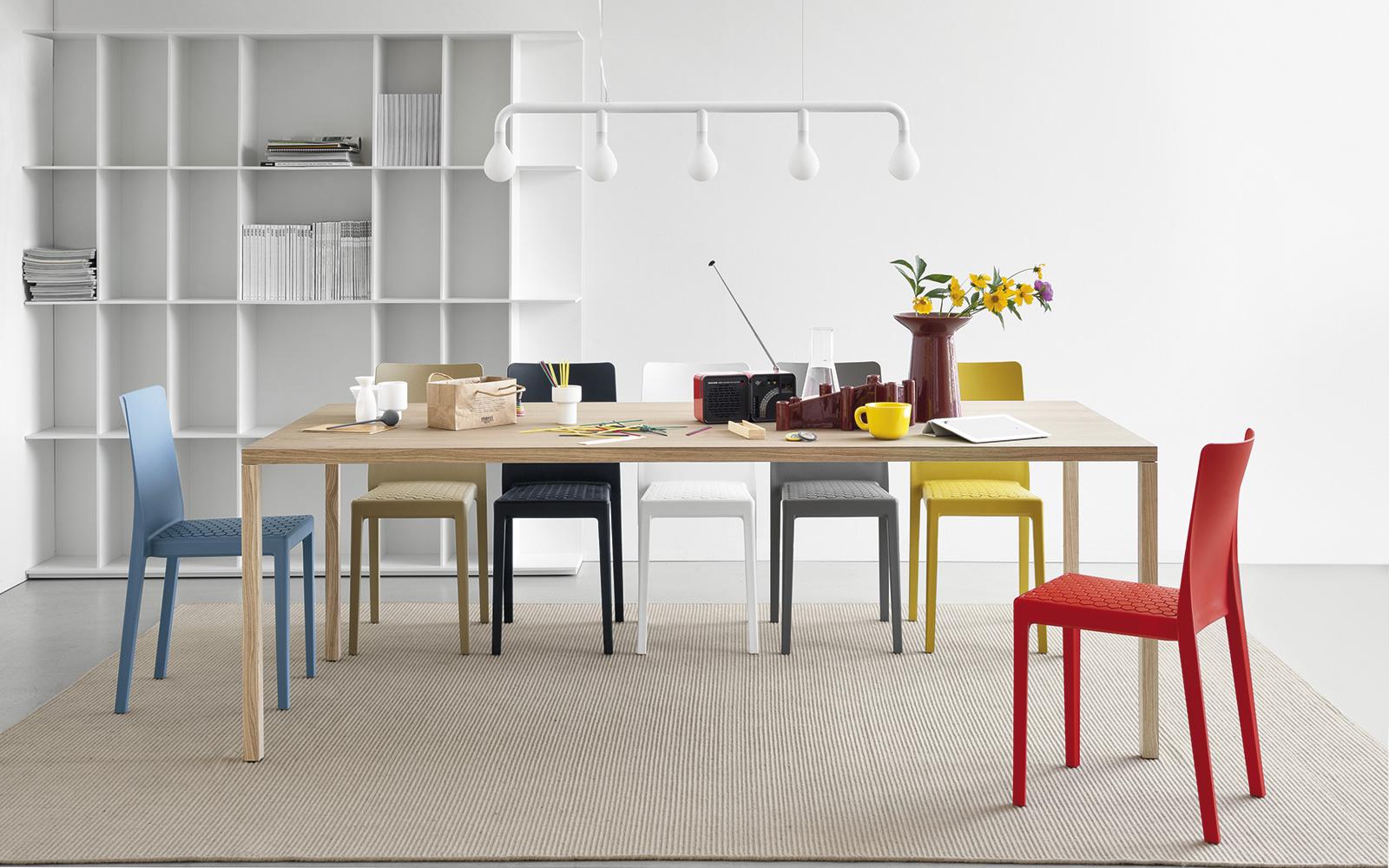 Sedie Rosse Calligaris : Tavolo con sedie dallalto assya set tavolo e sedie with tavolo