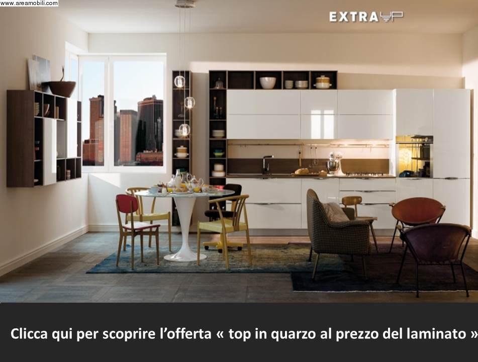 Veneta cucine modello Extra maniglia Up con zona living libreria