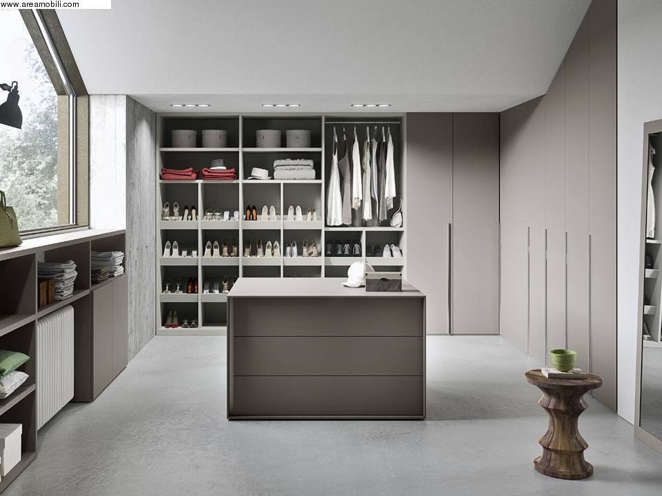 Idee cabina armadio mansarda idee per interni e mobili - I mobili nel guardaroba ...